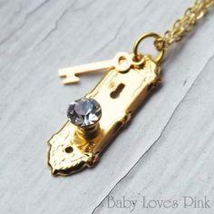 Alice in Wonderland Golden Doorknob and Key Necklace by Baby Loves Pink, http://www.amazon.com/dp/B005Z52KNA/ref=cm_sw_r_pi_dp_j7Q3pb05717AZ