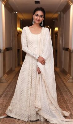 Party Wear Indian Dresses, Indian Gowns Dresses, Indian Fashion Dresses, Dress Indian Style, Indian Wedding Outfits, Pakistani Dresses, Indian Outfits, Indian Wear, Indian Clothes