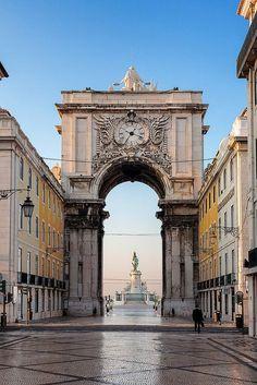 Rua Augusta, Lisbon, Portugal - e o mar ao fundo saudades........