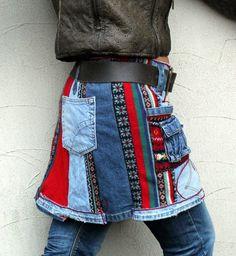 Gereserveerd voor Malia Storey, dit object niet kopen. M - L gerecycleerd minirok. Back-warmer en heupen warmer, perfect met broek. Gemaakt van gerecycled trui en jeans. Hippie boho stijl. Zachte in aanraking, comfortabel. Unieke desugn. Een van een soort. Maat: M - L heupen lijn max 42 inch (107 cm) Lengte: ongeveer 16 inch (40 cm) wassen in koud water