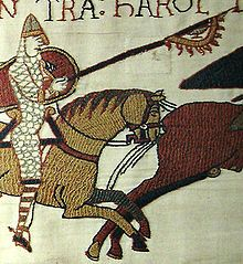 Raven banner -Detail from the Bayeux Tapestry, showing a Norman knight carrying what appears to be a raven banner. Bayeux Tapestry, Medieval Tapestry, Norman Knight, Viking Raven, Medieval Embroidery, Viking Reenactment, Dark Ages, Recycled Art, Community Art