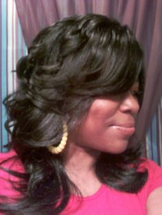 long-layered-and-feathered-wig-hairstyle-for-black-women-53f6a795daae5.jpg (1024×1365)