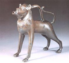 Künstler: German School-Northern Titel: Lion-form aquamanile Medium: Bronze with Green-Brown Patina Größe: 21,4 cm (8,4 in)