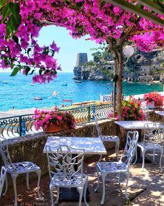 Best Honeymoon Destination Destinations in Italy ★ Honeymoon in Italy Positano Cafe View Best Honeymoon Destinations, Italy Honeymoon, Vacation Places, Amazing Destinations, Dream Vacations, Vacation Spots, Travel Destinations, Honeymoon Ideas, Romantic Vacations
