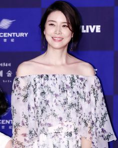 54th Baeksang Arts Awards #LeeBoyoung #이보영 #อีโบยอง #イボヨン #李宝英 #마더 #Mother #heoyul #허율 #김철규 #BaeksangArtsAwards #백상예술대상 Off Shoulder Blouse, Off The Shoulder, Lee Bo Young, Ji Sung, Kdrama, Korean Wave, Women, Fashion, Moda