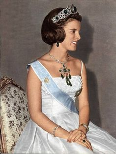 muchadoaboutroyals:  Queen Anne-Marie in the emerald parure