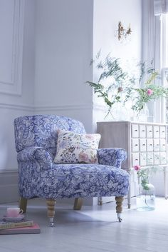 Lovers of Monsoon are going to love this recent collaboration with Multiyork. 15 iconic patterns in 71 colourways from Monsoon's archive prints have been handpicked and re-worked to translate beautifully as upholstery on Multiyork's extensive range of sofas, chairs, footstools and cushions. These are some of my favourites. (left) Venice Chair in Calista Pale Pink, H84