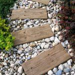 All Aboard! Contemporary Landscaping with Railroad Ties   Apartment Therapy