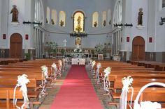 Una BODA de temática GATUNA. 31.8.13 Zona: Ceremonia. decoración floral de la Iglesia con paniculata.