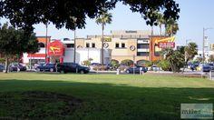 In-N-Out am LAX - Check more at https://www.miles-around.de/nordamerika/usa/kalifornien/highway-no-1-el-matador-beach-und-planespotting-lax/,  #Airport #avgeek #Aviation #Boeing #BritishAirways #Burger #Essen #EVAAirways #Flughafen #HighwayNo.1 #Hotel #Kalifornien #LAX #Lufthansa #Nationalpark #Planespotting #Reisebericht #Spotter #UnitedAirlines #USA