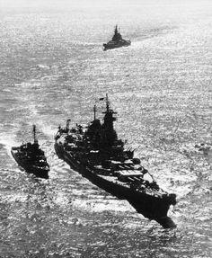 Battleship USS Missouri leading battleship USS Iowa into Tokyo Bay, Japan, 30 Aug 1945, destroyer USS Nicholas in escort. (US Naval History & Heritage Command).