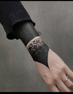 Ring Finger Tattoos, Finger Tattoo Designs, Tattoo Designs For Women, Tattoos For Women, Black And Grey Tattoos, Solid Black Tattoo, Black Work Tattoo, Body Art Tattoos, Girl Tattoos