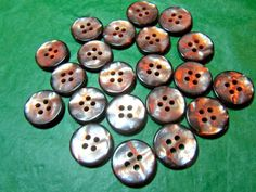 "(21) 3/4"" IRIDESCENT BROWN TONE PLASTIC 4-HOLE BUTTONS - VINTAGE Lot#NL977"