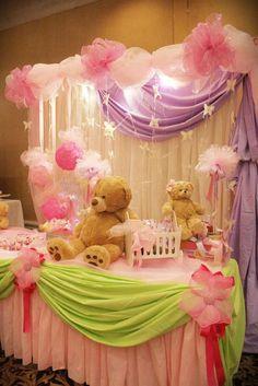 Si tu bebé en camino es una niña, esta es la decoración ideal para tu Baby Shower. Se destacan los ositos, los tules, los ramilletes de globos y un sin fin de bellos detalles . Echa un vistazo a estas hermosas ideas.