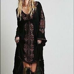 Free People Embroidered Dress-MED For the free spirited and footloose babe, this dress boasts long flowing sleeves and a dipping neckline that is flattering and fun to wear. There's a drawstring under the bust line making it adjustable and convenient. Only worn a few times and in excellent condition!! Free People Dresses