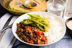 Vegetarisch gehakt met boontjes in rode currysaus