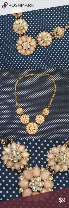 Statement Necklace Beautiful statement necklace with light pink flowers. Mint condition! Has never been worn! Comes from a smoke free and pet friendly home. Same/next day shipping. Bundle to save!  Francesca's Collections Jewelry Necklaces