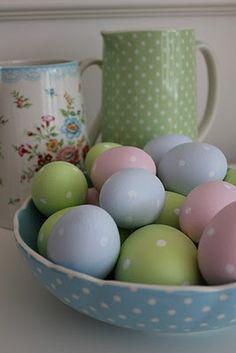 GreenGate inspired polka dot Easter eggs, from the Velkommen Hos blog.