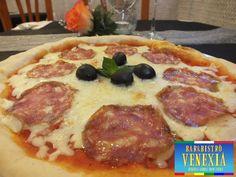 La nostra pizza Olive e Salame di Napoli