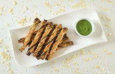 Torsades feuilletées au pesto de fanes de radis / Mamou and co Asparagus, Vegetables, Food, Recipe, Kitchens, Studs, Essen, Vegetable Recipes, Meals