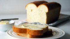 Brousíte si zuby na domácí toustový chléb už nějakou dobu? Dobrý recept s jasným postupem je základ a my pro vás jeden takový máme! Bon Appetit, Cornbread, Food Inspiration, French Toast, Cheesecake, Food And Drink, Pudding, Fresh, Cooking
