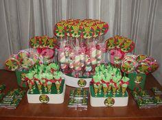 Mesa de golosinas personalizadas.  Sapo Pepe.  Fiestas temáticas.  Cumpleaños personalizados. Birthday Candles, Baby Shower, Candy, Bar, Crochet, Theme Parties, Sweets, Blue Prints, Babyshower