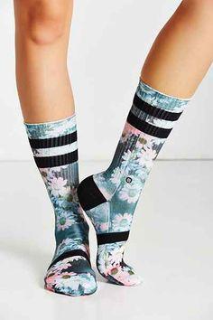 Stance Dizzy Daisy Crew Sock I love socks! Not just any sock.really sporty socks. Socks with print, awesome socks,cool socks.Do you like cool socks! Looks Academia, Cozy Socks, Fun Socks, Stance Socks, Fashion Socks, Sock Shoes, Swagg, Hosiery, Legs