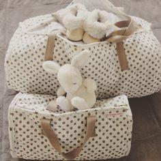 Sacs week end convertis en sacs pour la maternité. Facebook et Instagram : etmarioncrea