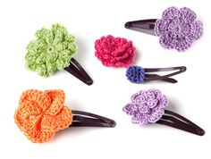 Easy crochet pattern cute hair clip with step by step photo instructions. Suitable for beginner!