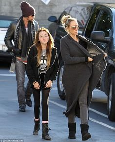 Noah Cyrus is the image of her famous sister BEFORE the punk cut ...