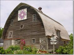 Iowa barn with quilt and decorations