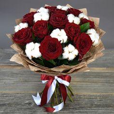 Фото: Букеты с хлопком - Букет с розами Гран При и хлопком (средний) Boquette Flowers, How To Wrap Flowers, Pretty Flowers, Beautiful Flower Arrangements, Floral Arrangements, Graduation Bouquet, Hand Bouquet, Beautiful Roses, Flower Designs
