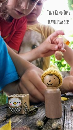 Cute simple peg dolls by Tiny Kind Toys They are so great for the kids when we are on day trips. Modern Kids Decor, Modern Toys, Wooden Animal Toys, Imagination Toys, Handmade Wooden, Handmade Gifts, Green Toys, Crochet Wool, Wooden Pegs