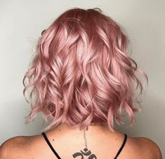 rose gold hair 37 Lovely Balayage Hair Inspiration and Guide - Beautified Designs Pink Ombre Hair, Pastel Pink Hair, Short Pastel Hair, Curly Pink Hair, Blue Hair, Dark Hair, Cabelo Rose Gold, Rose Gold Hair, Rose Hair Color