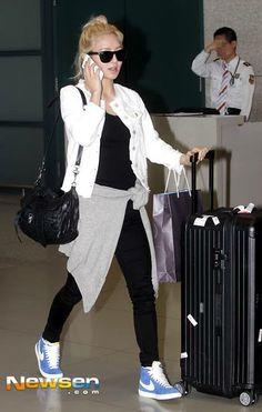 #SNSD #HyoYeon #Nike #Kpop airport fashion I love her shoes !!!