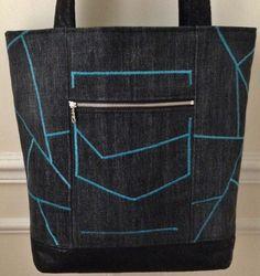 Sac en jean noir avec surpiquage bleu turquoise style art déco, anses et base en simili cuir