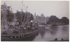 Spaarne. Pakketboot van de firma W.Bus, met op de achtergrond de Waag.                                              Foto 1919                                                   Fotograaf: Anoniem