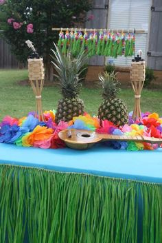 Luau theme parties are perfect for the hot summers and are great for birthdays. Bring the beach to your back yard with luau party ideas. Luau Party Decorations, Luau Theme Party, Aloha Party, Hawaiian Luau Party, Tiki Party, Tropical Party, Party Themes, Party Ideas, Theme Parties