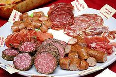 Tasting Session: Sausages & Cured Meats - my German lineage is not strong… Gourmet Cheese, Meat And Cheese, Austrian Recipes, Austrian Food, How To Make Sausage, Making Sausage, Cookbook Recipes, Cooking Recipes, Chorizo