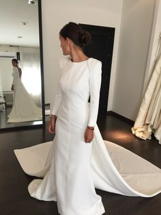 Our brides JUANA MARTÍN Hijab Wedding Dresses, Dream Wedding Dresses, Bridal Dresses, Simple Gowns, Tango Dress, Iconic Dresses, Amazing Wedding Dress, Couture Fashion, Beautiful Dresses