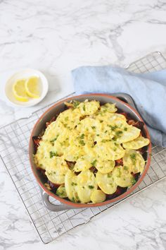 Snelle moussaka (recept uit ons nieuwe kookboek!) - Lekker en Simpel A Food, Good Food, Food And Drink, Fast Healthy Meals, Healthy Recipes, Healthy Diners, Moussaka Recept, Musaka, Orzo