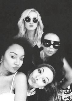 I like this pic they look cute<3 mixer