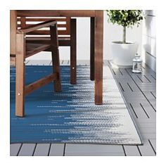 IKEA - SOMMAR 2016, Teppich flach gewebt, Wasser abweisend und pflegeleicht, daher auch für draußen geeignet.Flecken oder Verschmutzungen einfach abwischen oder den Teppich (ab)waschen und zum Trocknen aufhängen.