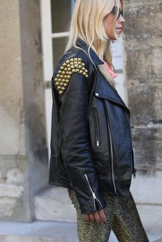 Attendees at Paris Fashion Week Spring 2013 - Street Fashion Fashion Week Paris, Winter Fashion, Fashion Spring, Street Fashion, Studded Leather Jacket, Black Leather, Healthy Style, Future Clothes, Instagram Fashion