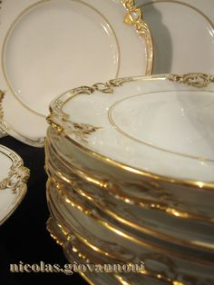 Vintage Plates, Vintage China, Gold Aesthetic, Beautiful Table Settings, Dinner Sets, China Patterns, Centerpiece Decorations, Fine China, Unique Rings