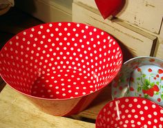 Red Spotty Bowl – Large | Vintage Style Gifts, Specialists in French Vintage Style, Retro Home Accessories, Cottage Furnishings, Cosy Comfortable Style. French Vintage, Vintage Style, Retro Vintage, Dots Fashion, Retro Fashion, Red And White Kitchen, Family Wishes, Red Cottage, Retro Home