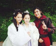 SNSD YoonA bids goodbye to her 'The King Loves' family Im Siwan, Hong Jong Hyun, Korean Shows, Im Yoon Ah, Yoona Snsd, Kim Tae Yeon, Moon Lovers, Paros