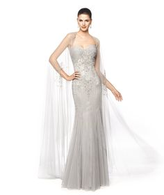 Vestido de fiesta gris con capa de tul Modelo Nayla - Pronovias 2015