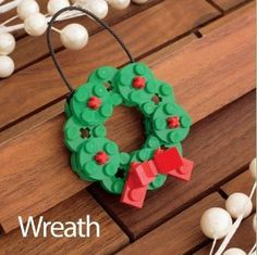 Every Christmas tree deserves one of these Lego ornaments Jeder Weihnachtsbaum verdient eines dieser Lego-Ornamente Lego Christmas Ornaments, Noel Christmas, Christmas Decorations, Mexican Christmas, Handmade Decorations, Legos, Lego Batman, Lego Duplo, Christmas Projects