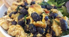 Tofu Scramble with Black Beans and Wilted Spinach – Kolay yemek Tarifleri Heart Healthy Breakfast, Vegan Breakfast Options, Tofu Scramble, Vegan Foods, Vegan Dishes, Tofu Recipes, Healthy Recipes, Healthy Foods, Fat Free Vegan